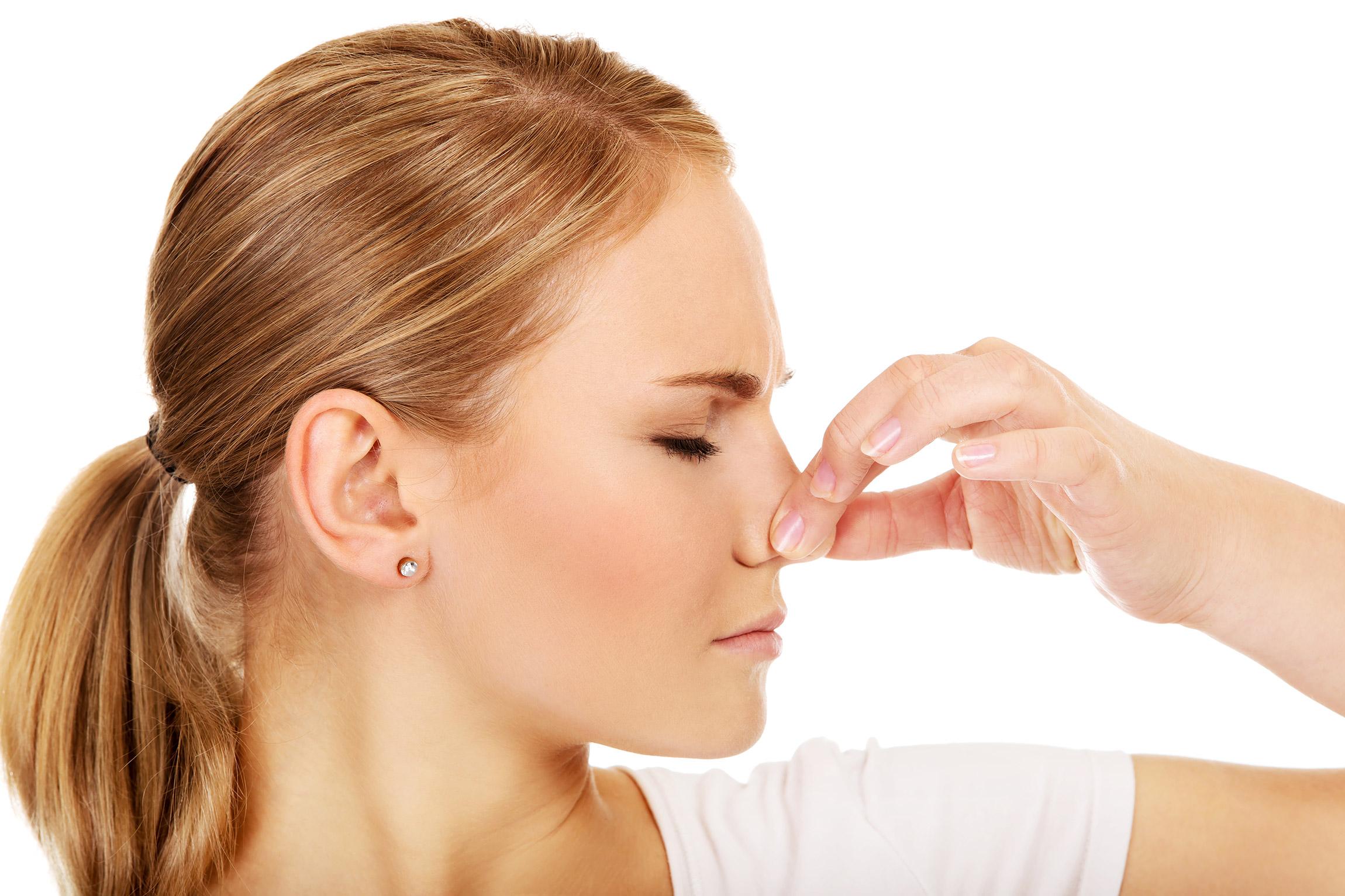Čo spôsobuje zápach a ako sa ho zbaviť?
